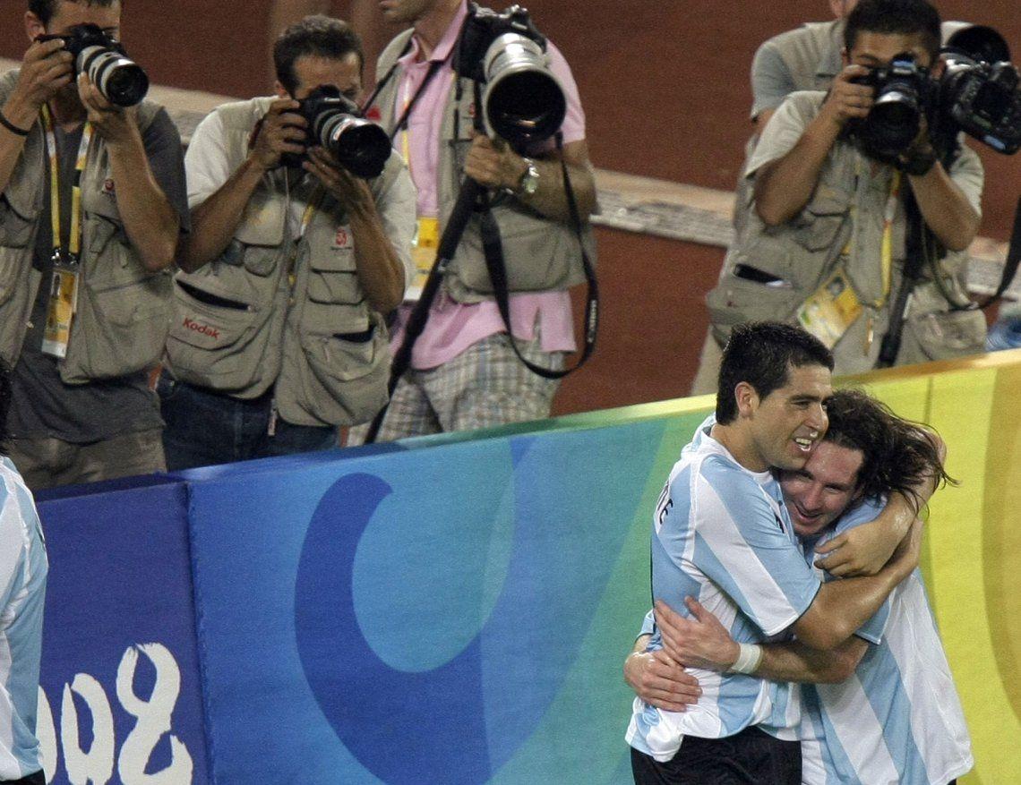 Messi: Hablo mucho con Riquelme, si puedo voy a ir a su despedida