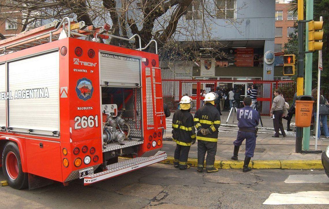 Lenguas Vivas: por un escape de gas, hospitalizaron a al menos dos alumnos