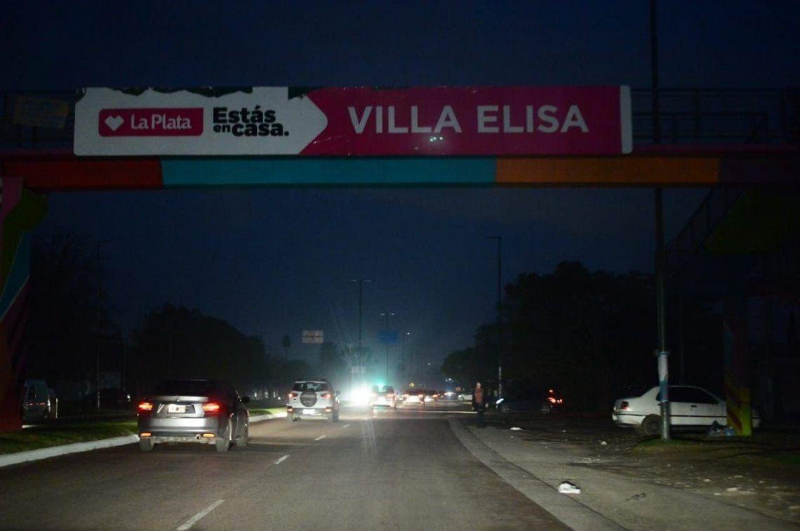 Cerca de 100 mil personas siguen sin luz en La Plata