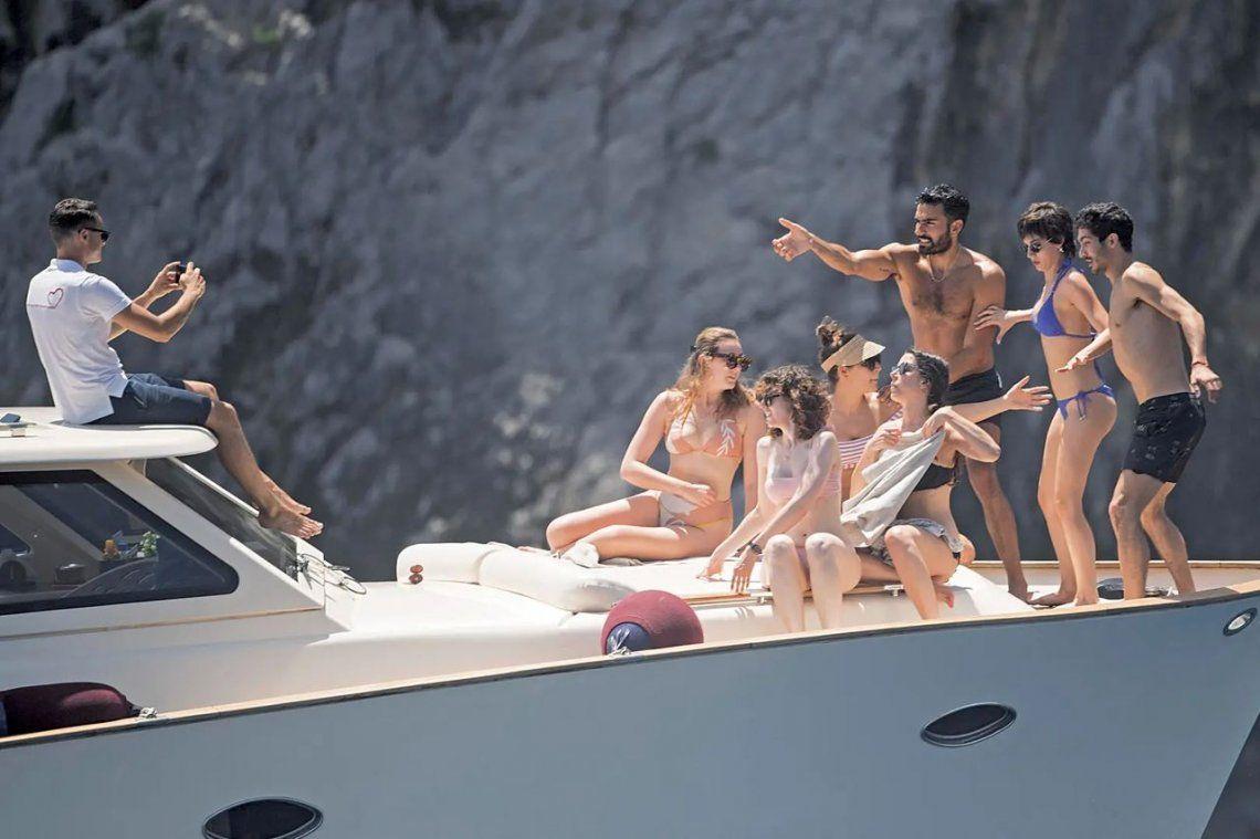 Úrsula Corberó y el Chino Darín, de vacaciones en la isla de Capri