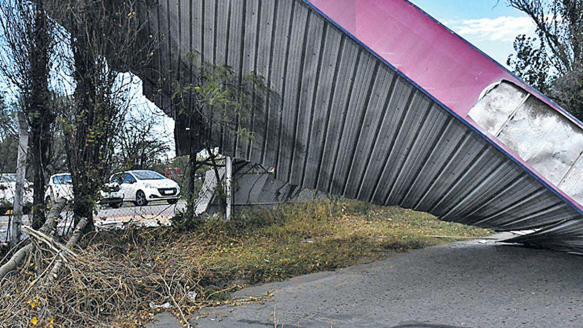 Fuertes vientos hicieron estragos en 3 provincias