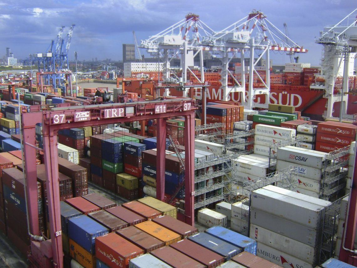 La balanza comercial tuvo un superávit de US$1373 millones en mayo: la exportaciones crecieron un 16,5% y las importaciones bajaron 28%