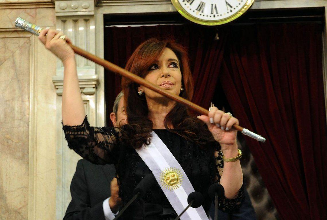 Sobreseyeron a Cristina Kirchner en la causa por el hallazgo de un bastón presidencial en El Calafate