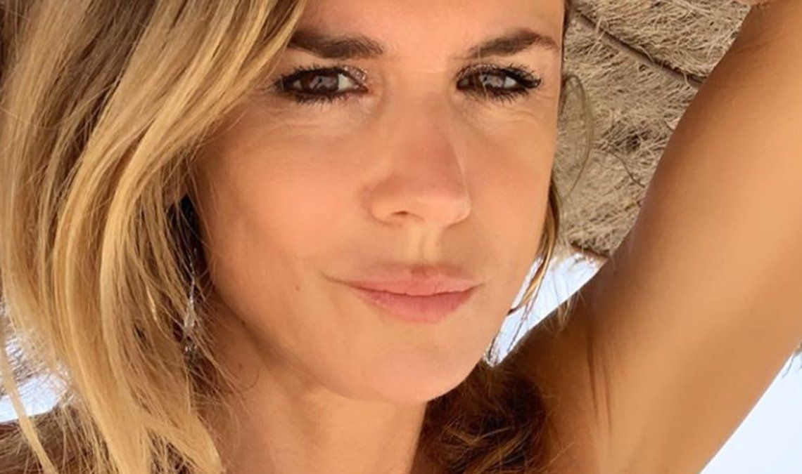 Flavia Palmiero se lleva todas las miradas en Instagram con sus fotos en la playa