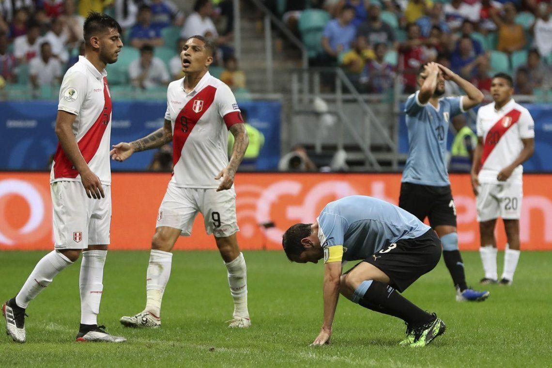 Perú eliminó por penales a Uruguay y jugará la semifinal contra Chile