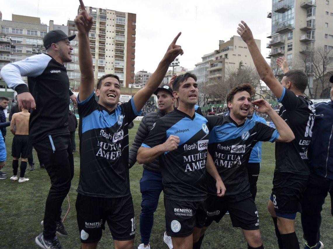 VillaSanCarlosle ganó a Excursionistas en los penales y ascendió a la Primera B