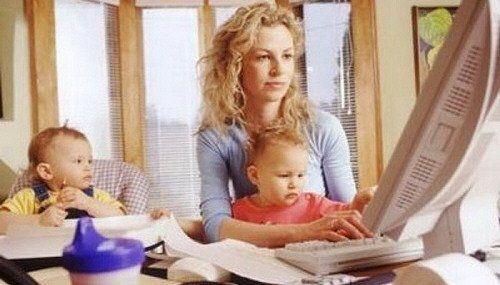 La realización de tareas domésticas intensivas entre las mujeres es 2