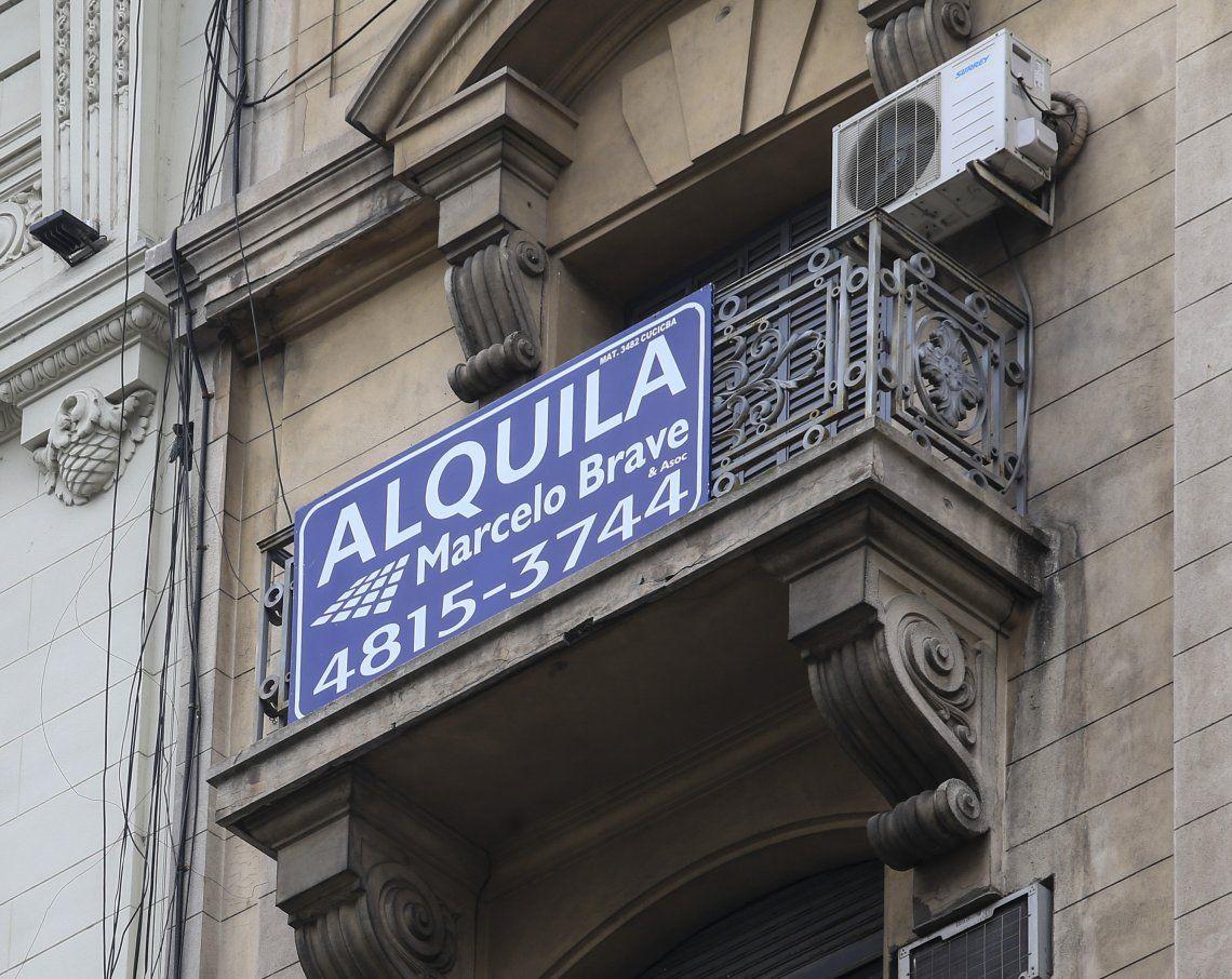 El cartel de Alquila se ve cada vez más en la Ciudad de Buenos Aires.