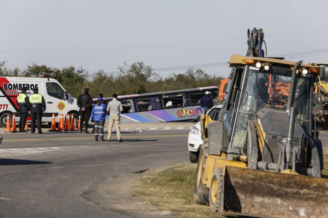 Tucumán: volcó un micro de jubilados y hay al menos 15 muertos