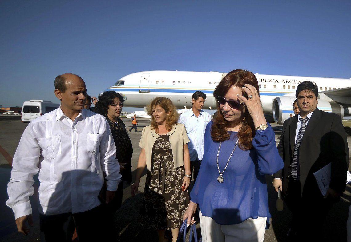 Cristina Kirchner viajó a Cuba para ver a su hija y faltará al juicio por Vialidad