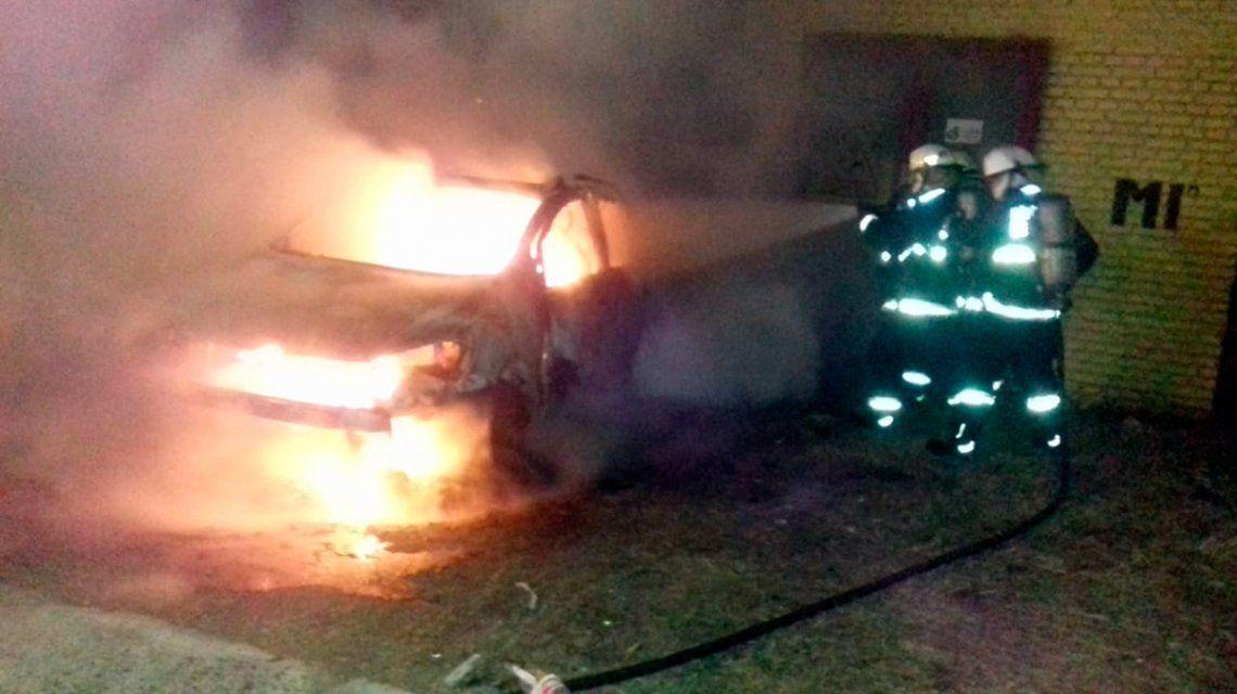 Se incendió un auto de una familiar de Di Zeo y hay sospechas