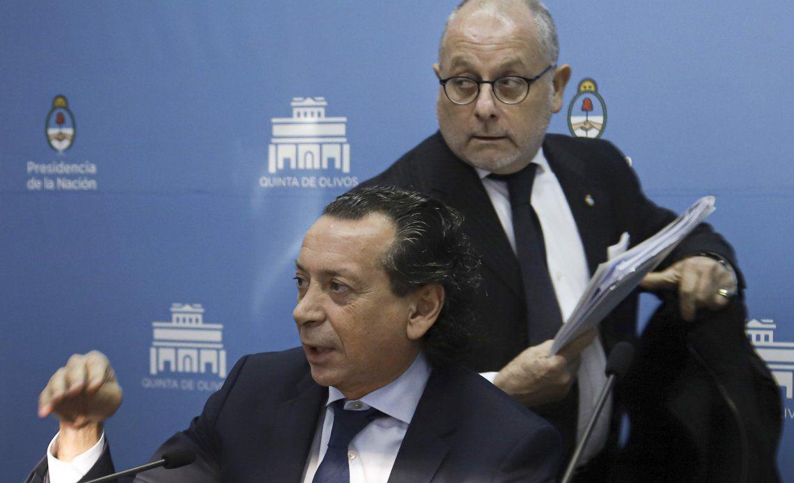 Los ministros Jorge Faurie y Dante Sica luego de la conferencia de prensa en la quinta de Olivos.