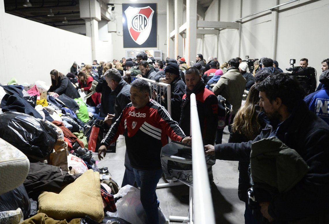 River abrió las puertas a la solidaridad recibiendo donaciones de frazadas y abrigos y albergue para los más necesitados.