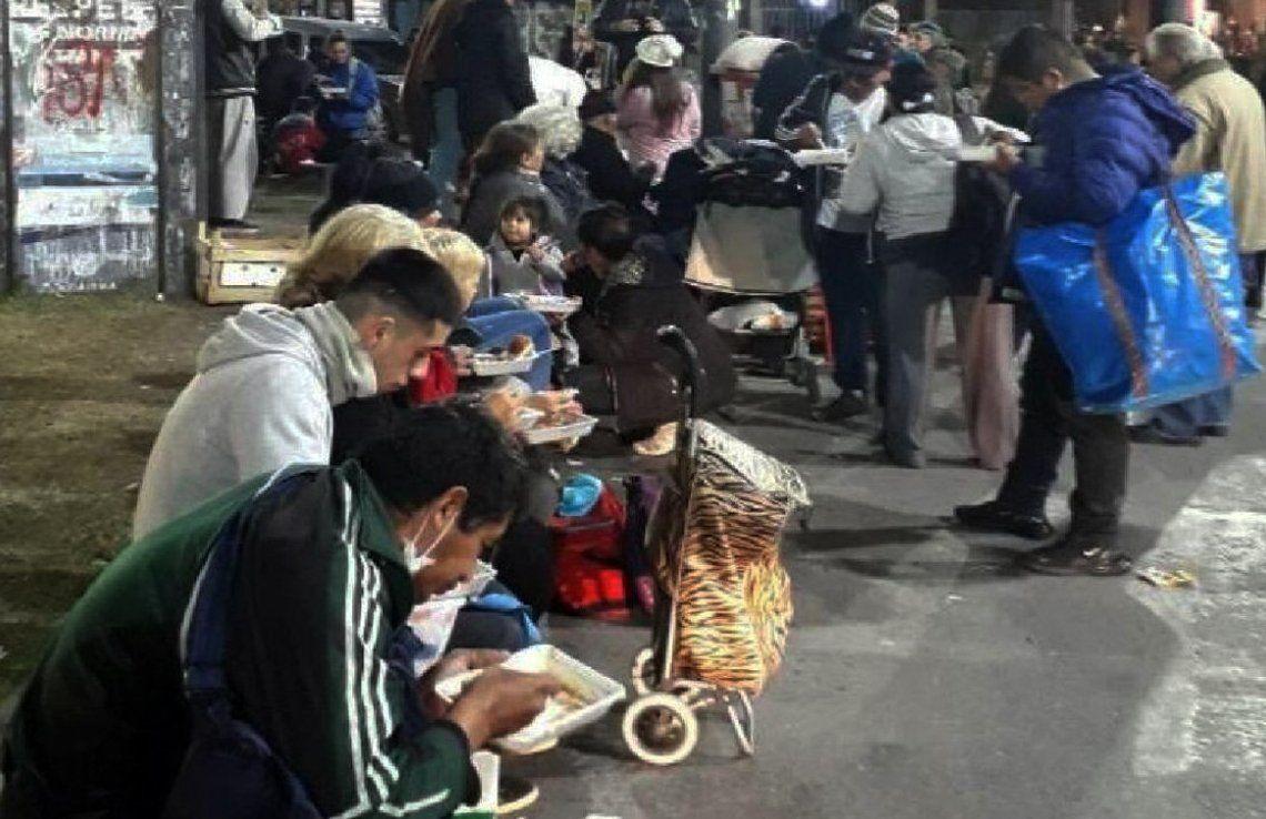 Al lugar asiste gente de todas las edades del distrito y de municipios de la zona Oeste.