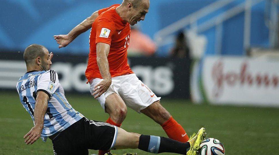 Se retiró Arjen Robben, el jugador que le provocó un desgarro en el ano a Javier Mascherano en el Mundial de Brasil
