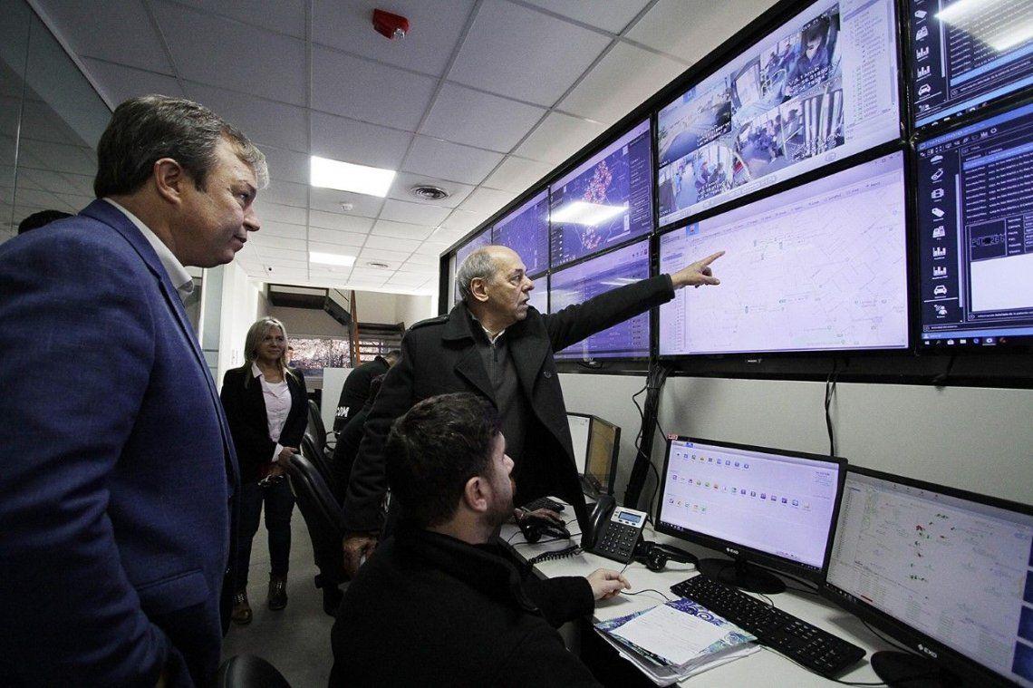 El Municipio de Almirante Brown presentó el sistema de Cámaras y Monitoreo de las líneas de colectivos locales