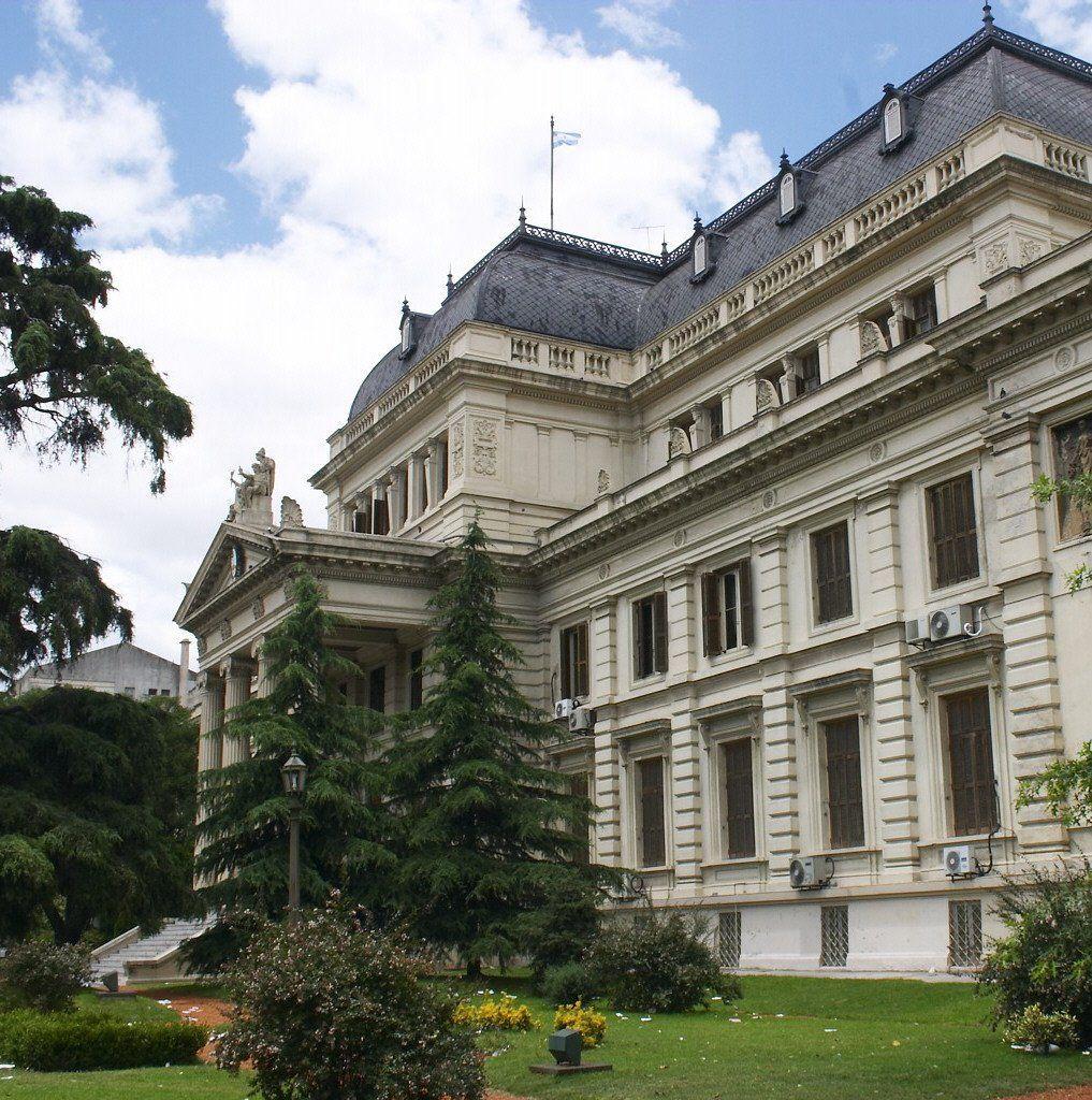 El cuerpo legislativo recambia la mitad de los escaños.