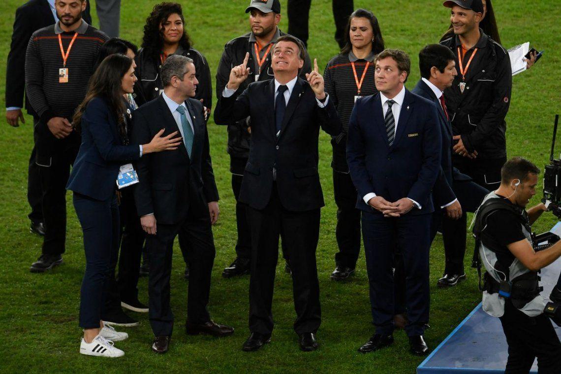 Bolsonaro en la final de la Copa América: abucheos y foto con el plantel