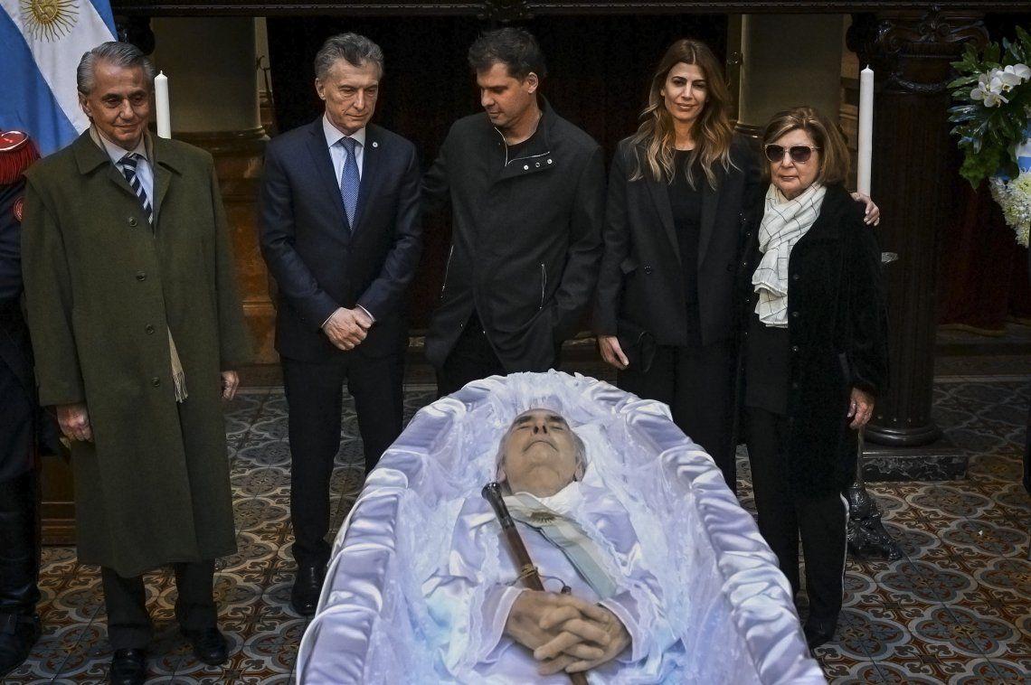 Macri asistió al velatorio de De la Rúa