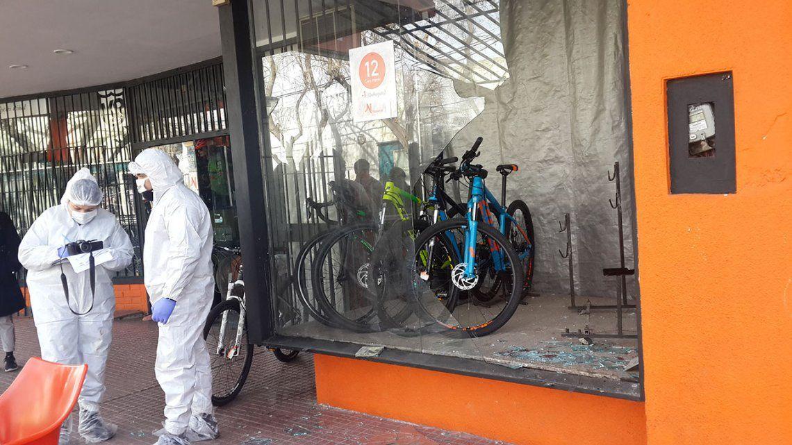Rompió una vidriera para robar, se cortó y murió desangrado a pocos metros del lugar