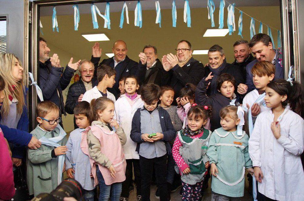 Del acto inaugural participaron funcionarios provinciales y municipales.