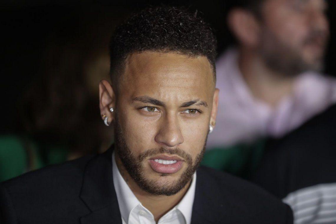 7 - Neymar |105 millones el último año y tiene un contrato de 5 años con el PSG por 350 millones