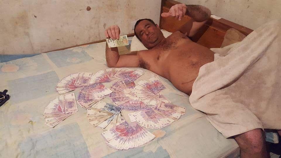 Misiones: se fotografió semidesnudo, tiene denuncias por violencia y vuelve a ser concejal