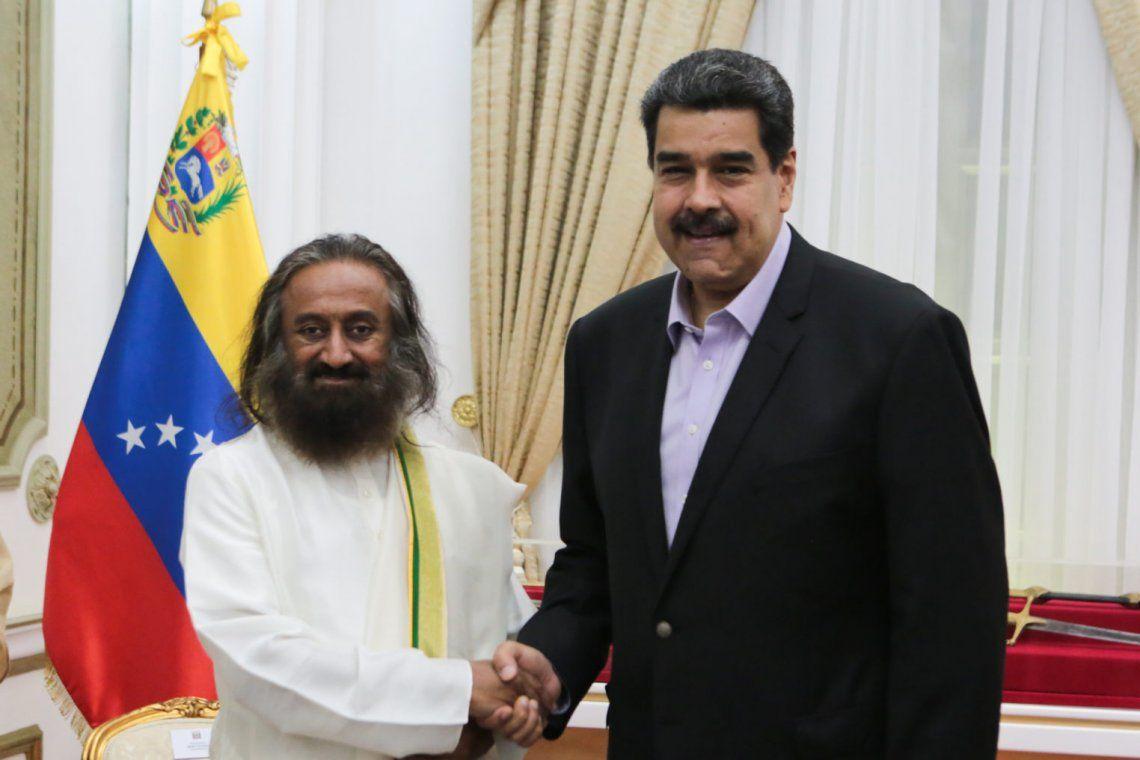 Maduro convocó al gurú Ravi Shankar para dialogar con la oposición