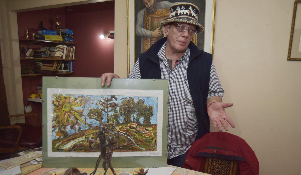 Horacio Hornos con una de sus pinturas