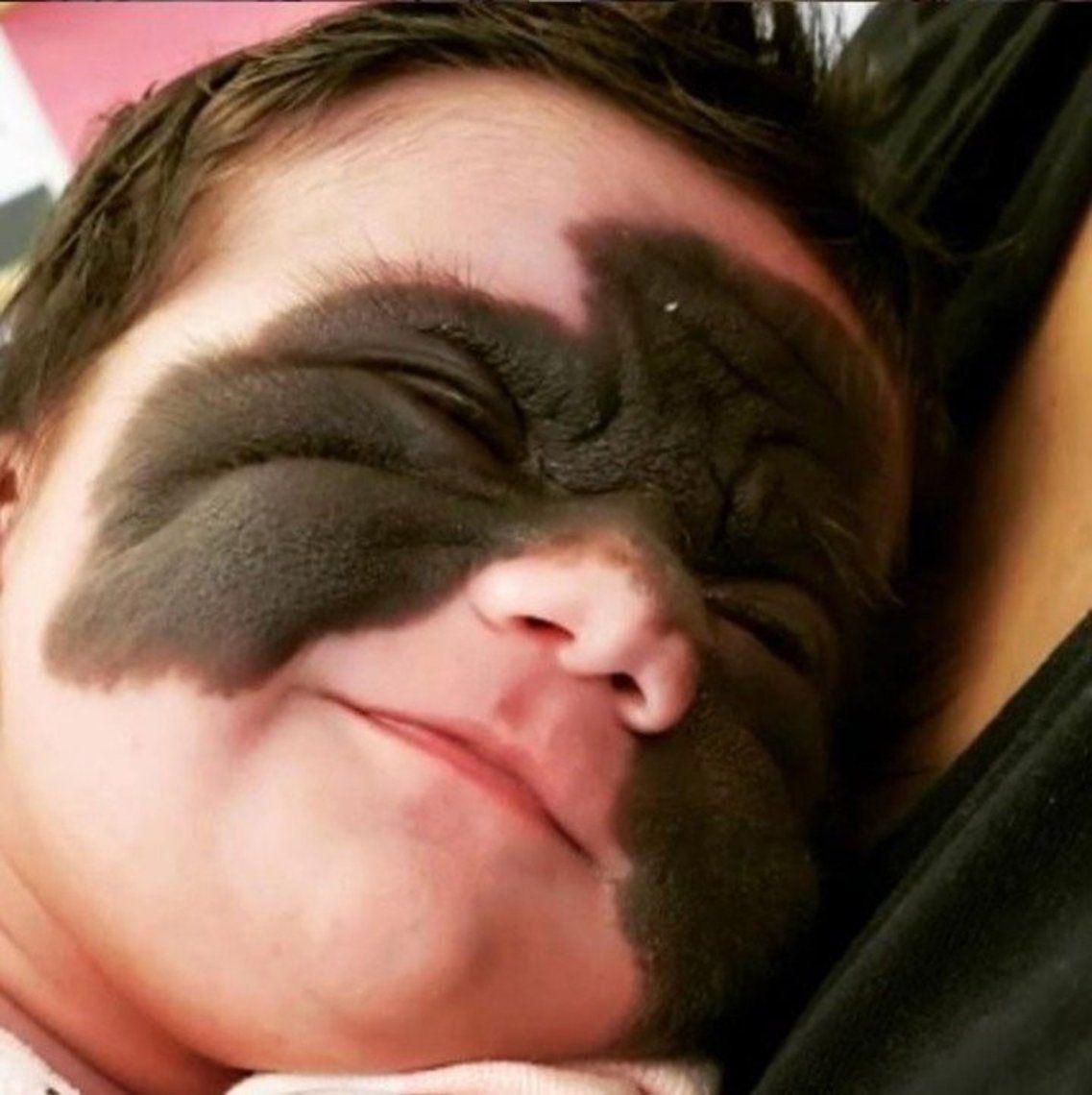 La llamaron bebé monstruo y ella les responde con las fotos más tiernas