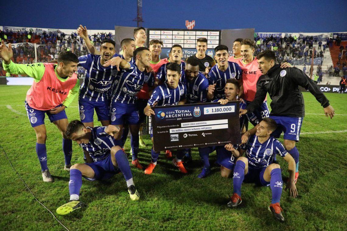 Gracias  su arquero Mehring, Godoy Cruz eliminó a Huracán de la Copa Argentina en los penales