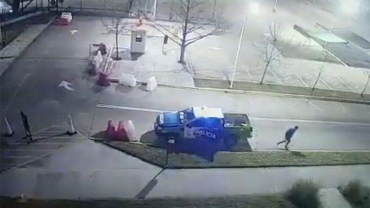 Video   Detenido se fugó de patrullero estacionado en Tribunales de Lomas de Zamora