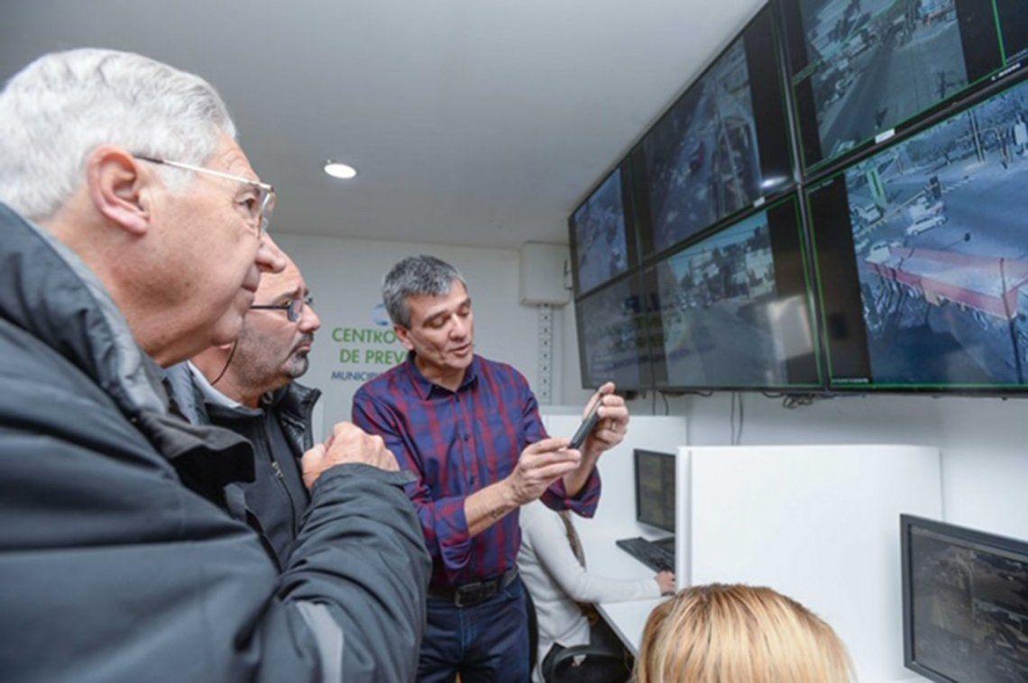 Zabaleta inauguró la ampliación del Centro de cámaras y monitoreo de Hurlingham, una obra que permite brindar más seguridad a los vecinos