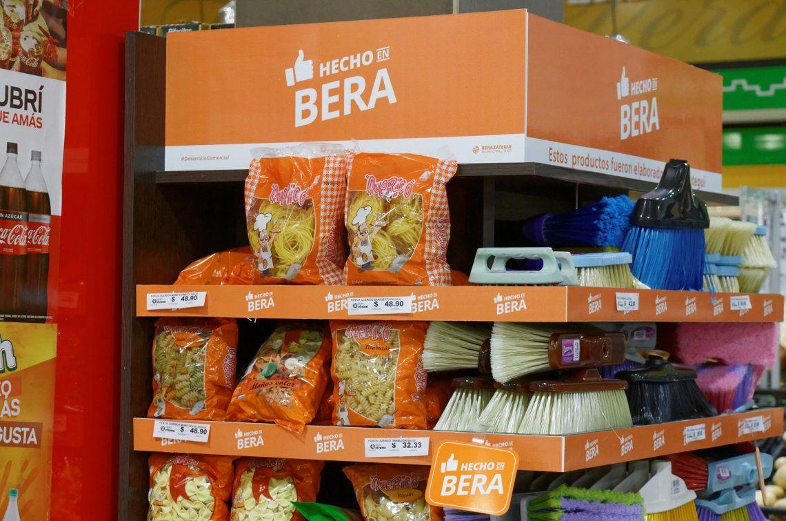 En los exhibidores de los comercios se destacan los productos elaborados en Berazategui.