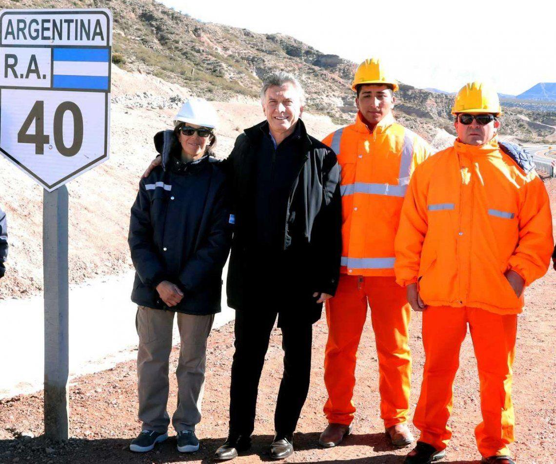 El Presidente al inaugurar ayer un tramo de la Ruta Nacional 40 en Mendoza.