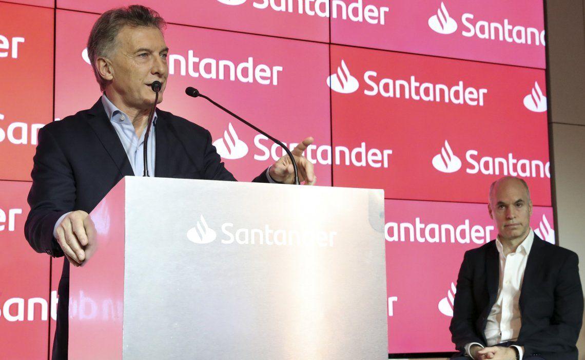 Macri habla al auditorio y Rodríguez Larreta lo escucha con atención: Los UVA volverán a ser exitosos