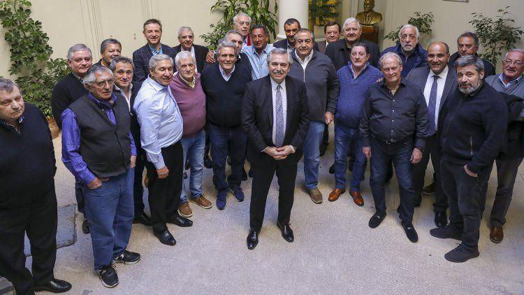 El candidato del Frente de Todos tuvo su fotografía con los sindicalistas cegetistas.