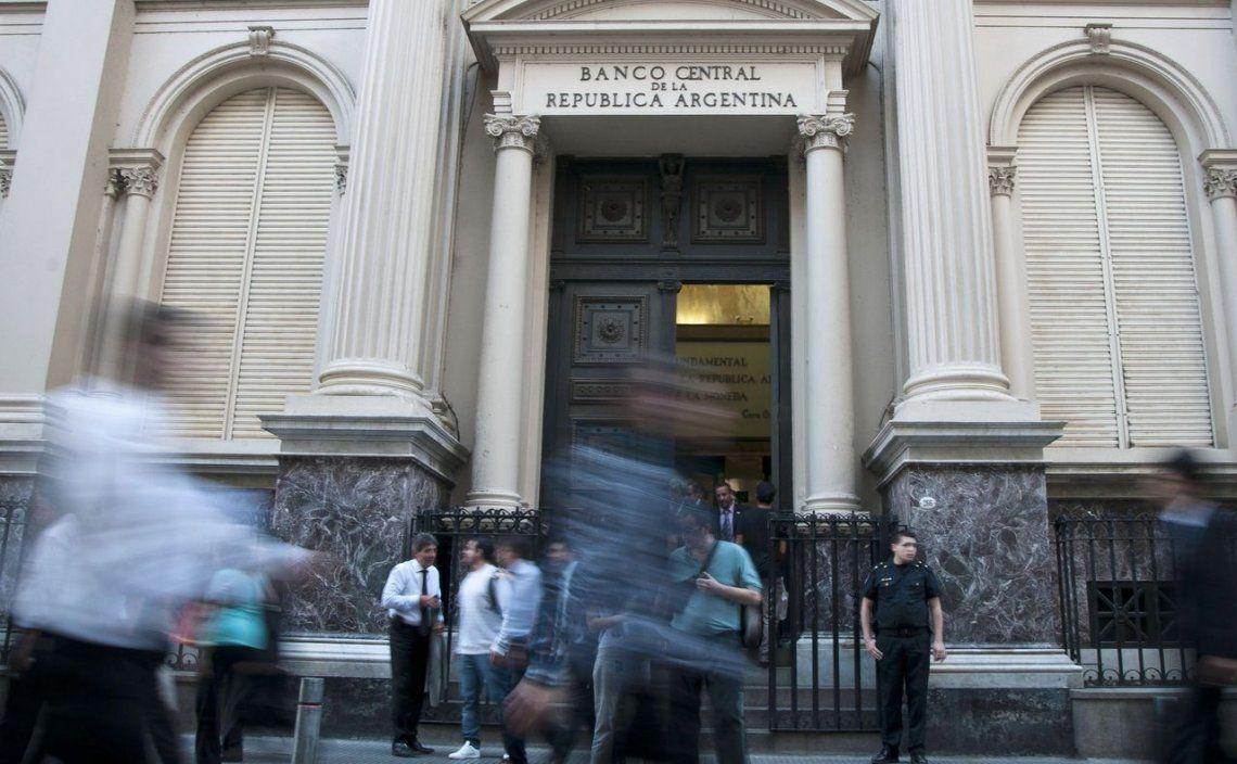 Bancos y entidades financieras deberán pedir autorización del Central para girar al exterior