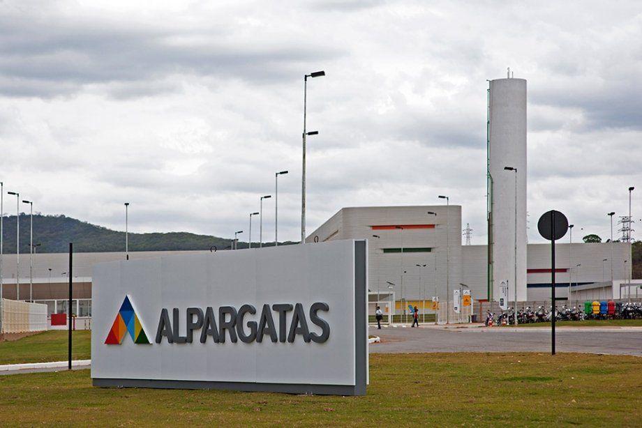 Alpargatas confirma que abandona el negocio textil en la Argentina