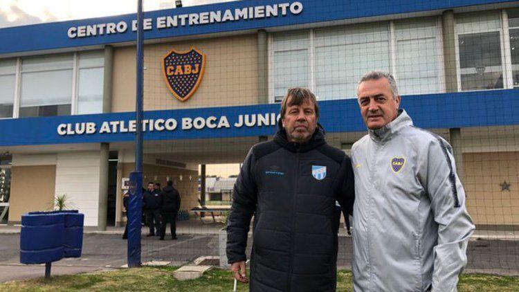 Alfaro y Zielinski posan en Ezeiza durante los amistosos - Prensa Boca