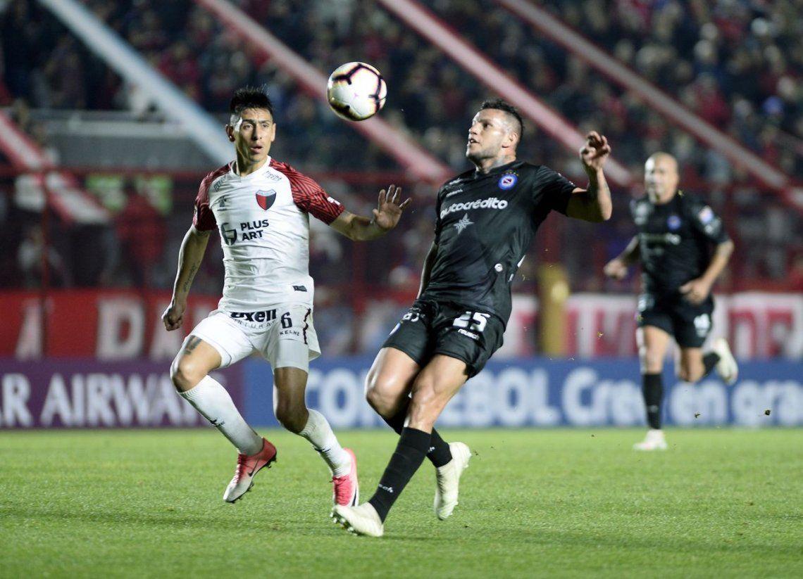 Colón eliminó a Argentinos Juniors en los penales y avanzó a cuartos de la Copa Sudamericana