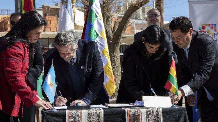 Argentina firmó un acuerdo de asistencia sanitaria recíproca con Bolivia