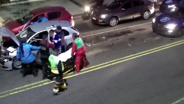 La avenida Beiró fue escenario de dos accidentes protagonizados por el mismo conductor, con exceso de alcohol en sangre.
