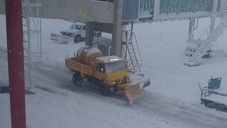 Cerraron el aeropuerto de Bariloche por las nevadas intensas