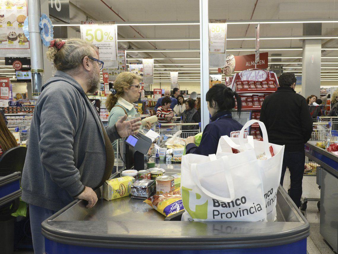 Desde Ecolatina estimaron además que el alza de precios se desacelerará del 40% en 2019 al 30% en 2020.