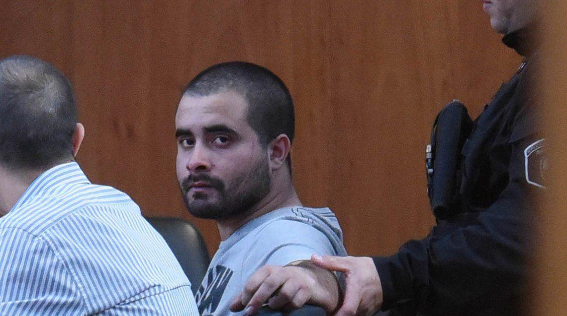 El acusado Pablo Nicolás Barreto mira a la cámara ayer a la mañana en la audiencia imputativa en la que estuvo presente.