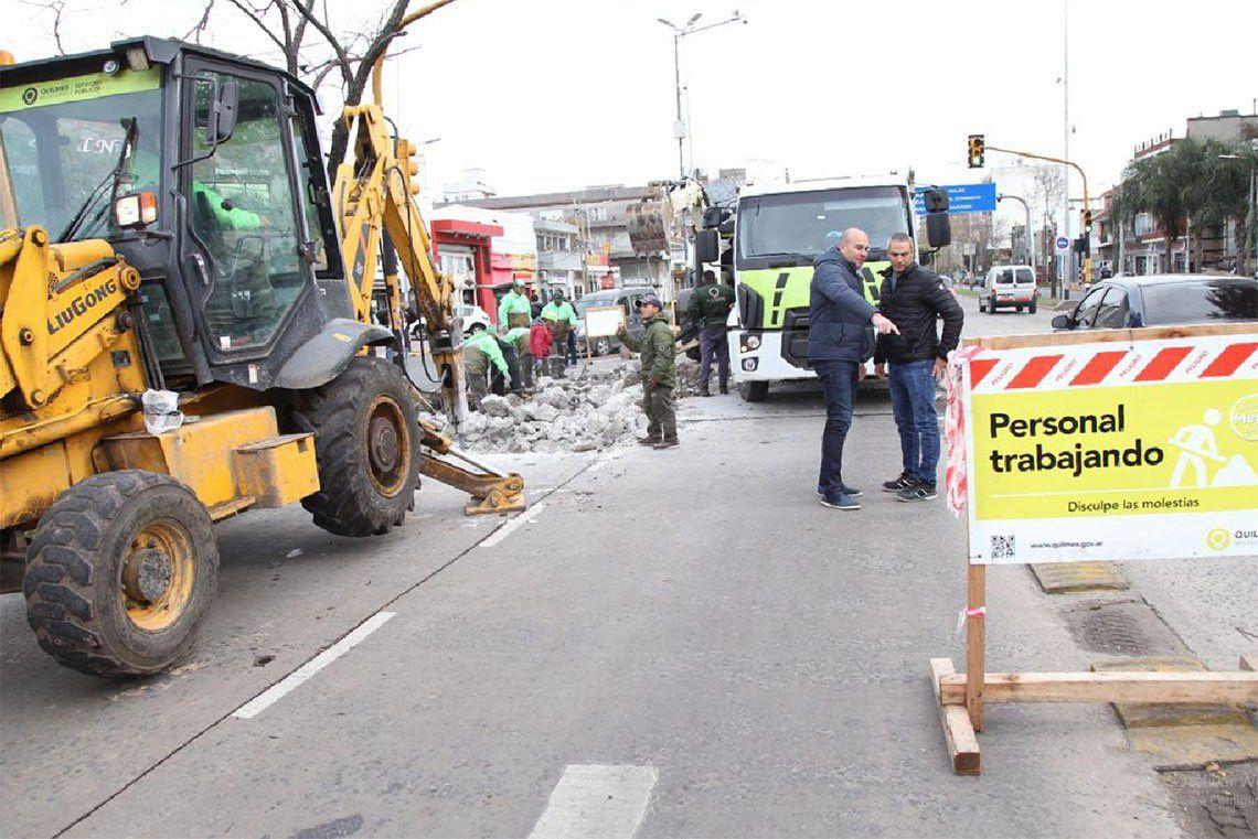 Quilmes: bacheo de hormigón en la Avenida Mitre y Lynch