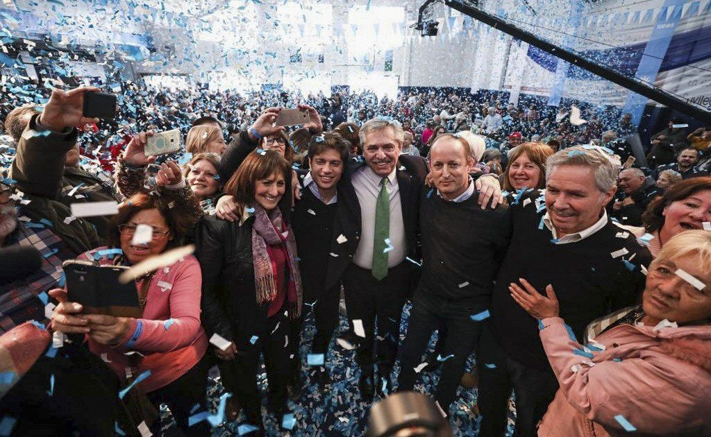 Los diputados Mirta Tundis y Felipe Solá se sumaron a Fernández y Kicillof en el acto en Lomas.