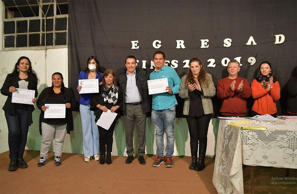 Florencio Varela: diplomas para egresados del plan fines
