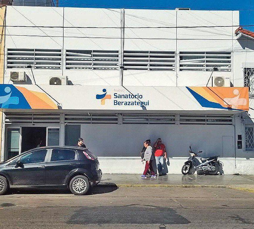 Frente del Sanatorio de Berazategui